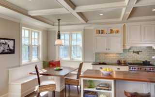 Как красиво оформить кухню с двумя окнами в частном доме