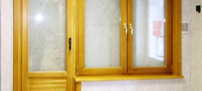Деревянные балконные двери: виды и преимуества
