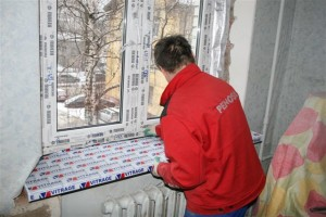 Как снять пленку с пластиковых окон, если сразу этого не сделали?
