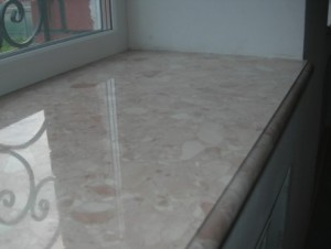 Подоконники из агломрамора на основе кусков мрамора