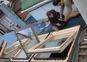 При монтаже мансардного окна утепление