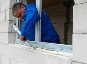 После установки пластикового окна всегда требуется монтаж откосов.