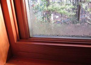 Деревянные окна тоже потеют