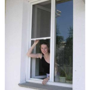 Форточка скользит внутри окна ПВХ