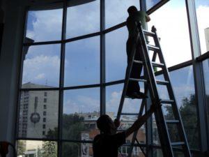 Правильно подобранная самоклеющаяся зеркальная пленка на окна