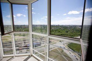 Французское остекление балконов. Панорамное застекление.