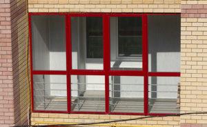 Сколько стоит французское остекление балкона?