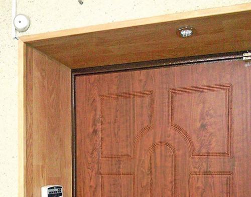 Как установить откосы на входную дверь