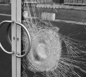 защита окна от проникновения