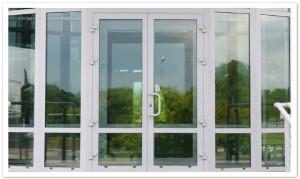 Входные двери из пластика со стеклопакетом