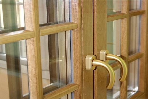 Окна с венецианской декоративной раскладкой