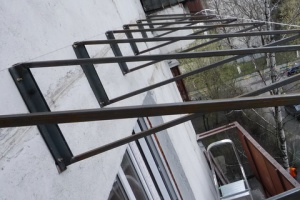 Монтаж независимой крыши балкона