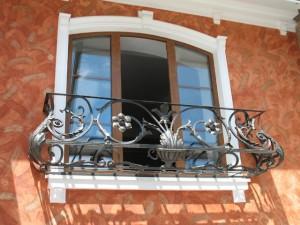Кованый балкон без площадки