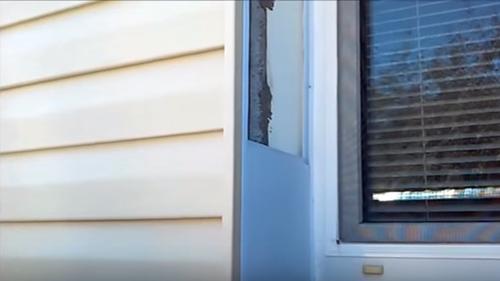 Чем закрыть пену вокруг окна с улицы