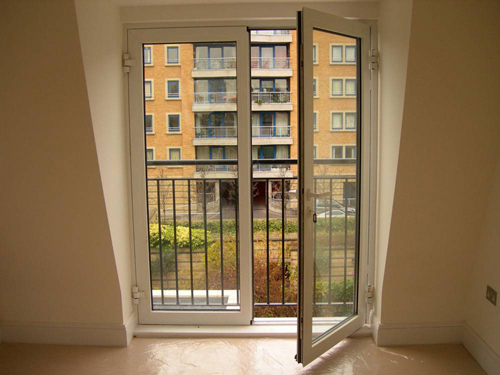 dizajn-balkona-s-panoramnym-ostekleniem5