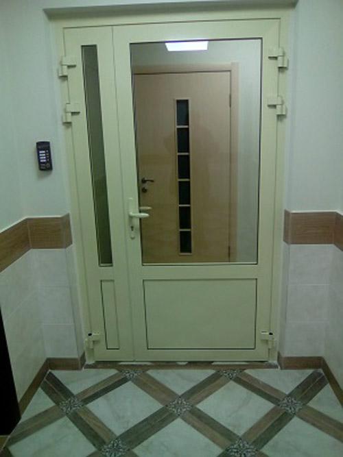 Двери алюминиевые, стекло