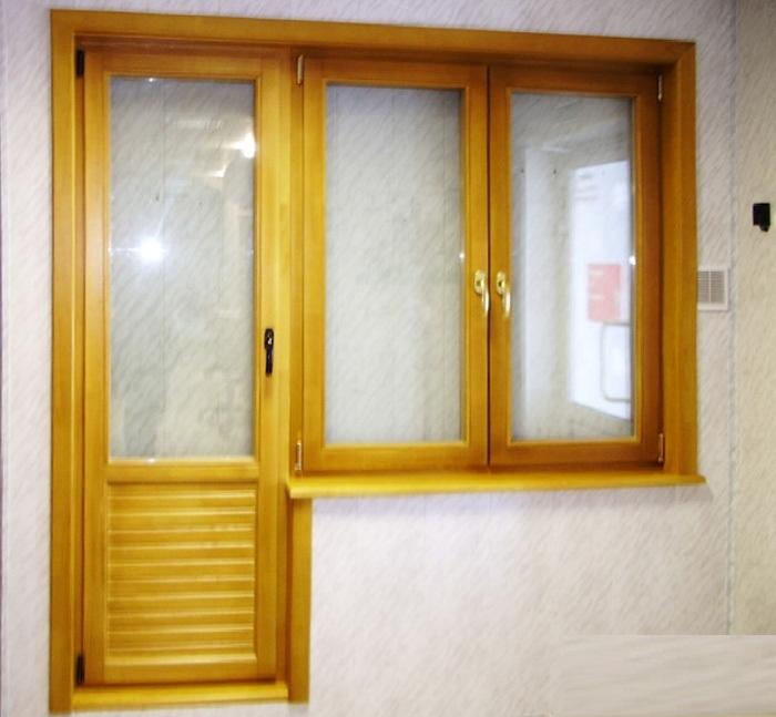 двери балкона из дерева