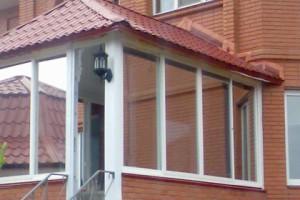 Коттедж с окнами на профилях Proplex