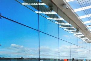 Фасад со спайдерным остеклением джамбо-стеклом