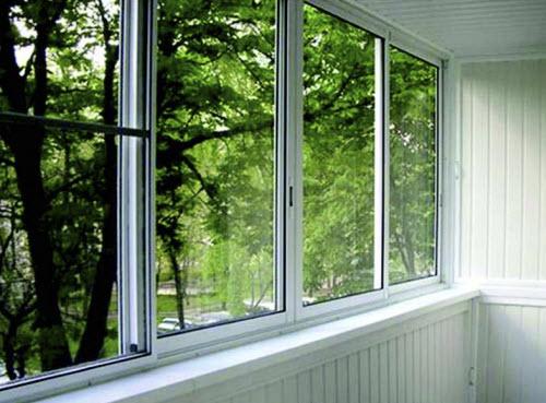 Алюминиевое окно на балконе