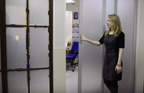 раздвижные алюминиевые двери в офисе