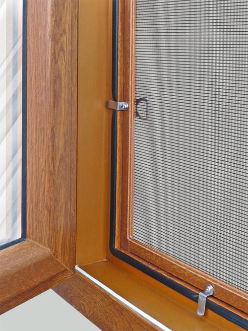Противомоскитные сетки на деревянные окна