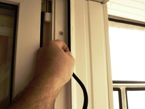 Плохо закрывается балконная пластиковая дверь, регулировка