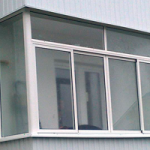 недорогое остекление балкона