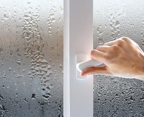Пластиковое окно потеет внутри
