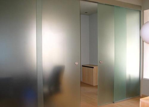 Стеклянные двустворчатые двери