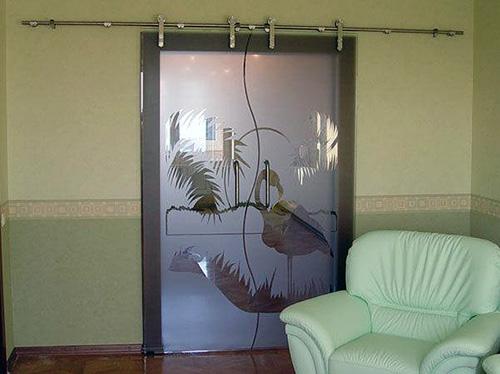 Стеклянные межкомнатные распашные двери